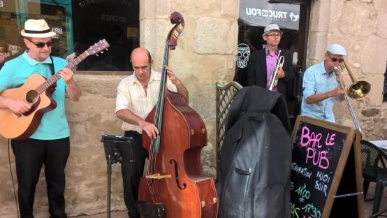Ambiance Jaz dans la rue du Château à Ambert